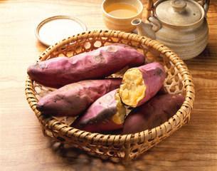 焼き芋の写真素材 [FYI01418578]