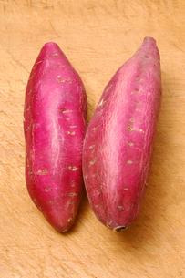 さつま芋を並べるの写真素材 [FYI01418934]