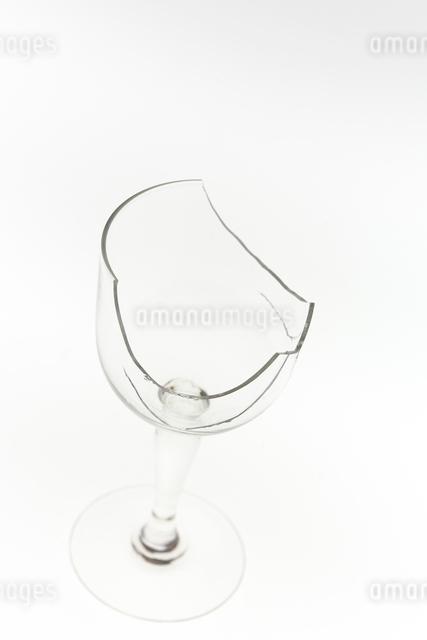 割れたグラスの写真素材 [FYI01419103]