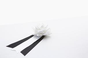 供花と胸章の写真素材 [FYI01420135]