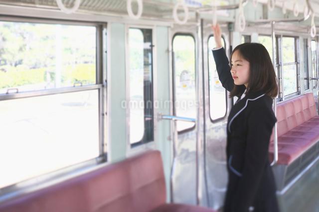 電車通学女子中学生画像 PIXTA