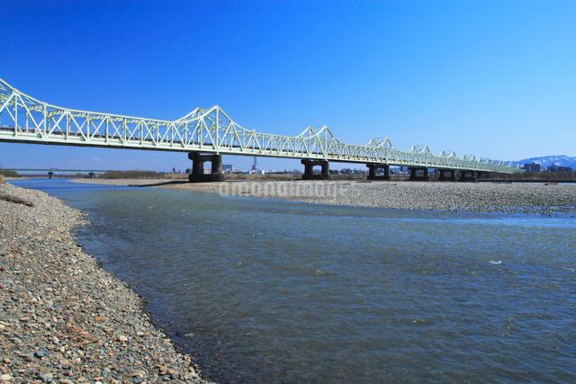 春の信濃川と長生橋の写真素材 [FYI01420883]