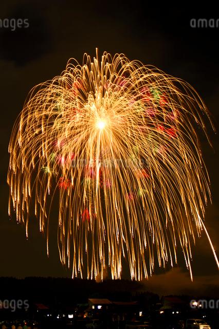 片貝祭りの三尺玉打ち上げ花火の写真素材 [FYI01420942]