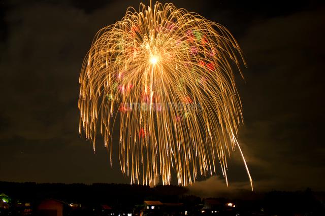片貝祭りの三尺玉打ち上げ花火の写真素材 [FYI01421010]