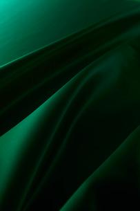 シルクのグリーンの布のドレープの写真素材 [FYI01421035]