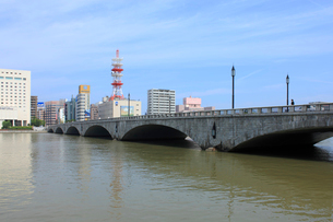 信濃川と萬代橋の写真素材 [FYI01421215]