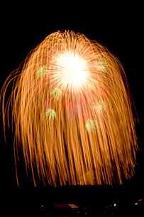 片貝祭りの四尺玉打ち上げ花火の写真素材 [FYI01421278]