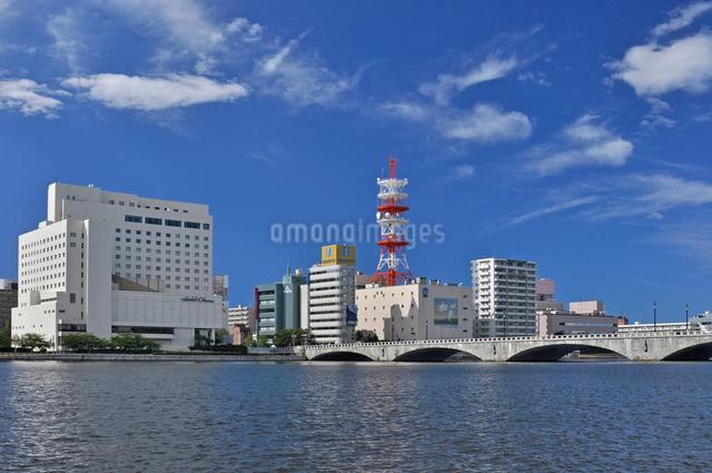 信濃川と萬代橋の写真素材 [FYI01421529]