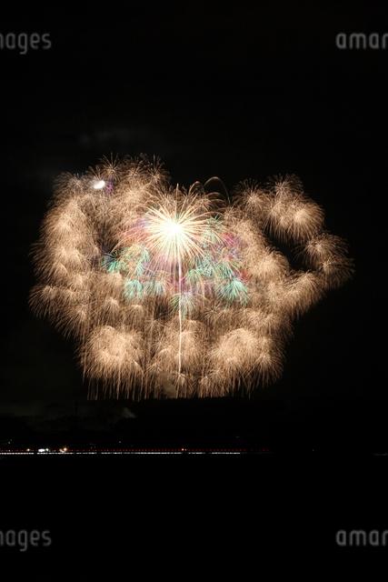 片貝まつり花火大会の四尺玉の写真素材 [FYI01422176]