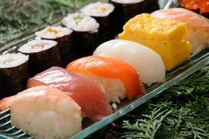 寿司と巻物の写真素材 [FYI01422191]