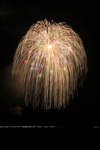 片貝まつり花火大会の三尺玉の写真素材 [FYI01422333]