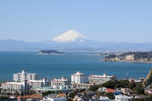 葉山から見た富士山と江ノ島の写真素材 [FYI01422454]