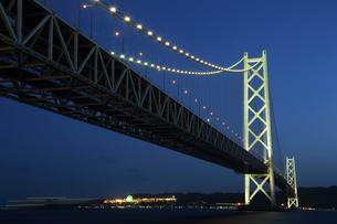 明石海峡大橋の夜景の写真素材 [FYI01422652]