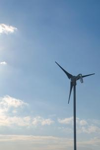 青空と風車の写真素材 [FYI01422683]
