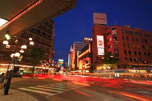 片町スクランブル交差点夕景の写真素材 [FYI01422967]