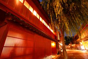 ひがし茶屋街の夕景の写真素材 [FYI01423034]