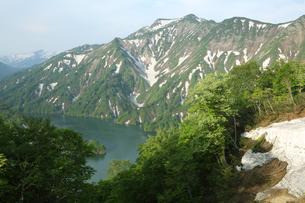 朝の田子倉湖の写真素材 [FYI01423373]