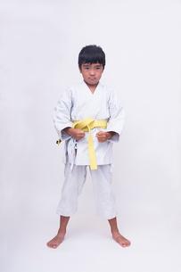 空手着姿の子供の写真素材 [FYI01423699]