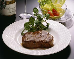 ヒレ肉のステーキの写真素材 [FYI01424592]