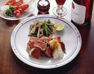 フィレ肉のサイコロステーキの写真素材 [FYI01424688]