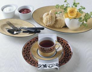 紅茶とスコーンの写真素材 [FYI01424804]