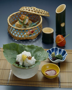 鱧の焼き寿司 湯引きの写真素材 [FYI01424846]