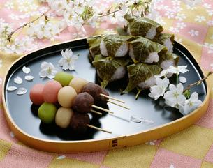 花見団子と桜餅の写真素材 [FYI01424862]