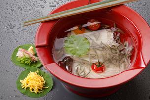 じゅんさい素麺の写真素材 [FYI01424932]