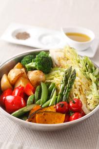 春野菜の焼き料理の写真素材 [FYI01424950]