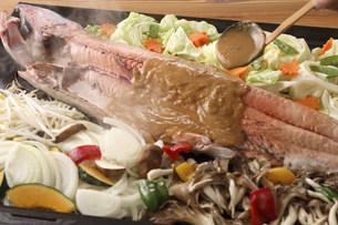 秋鮭のチャンチャン焼きの写真素材 [FYI01425000]