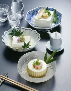 絹豆腐とごま豆腐と玉子豆腐の写真素材 [FYI01425048]
