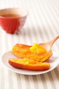 安納芋の焼き芋の写真素材 [FYI01425147]