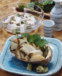 鮑の水貝と酒蒸しの写真素材 [FYI01425154]