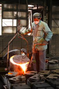 鋳物工場の写真素材 [FYI01425180]