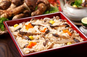 松茸ご飯の写真素材 [FYI01425233]