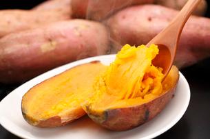 安納芋の焼き芋の写真素材 [FYI01425241]