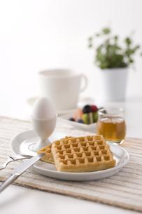 朝食ワッフルの写真素材 [FYI01425305]