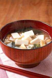 味噌汁(豆腐)の写真素材 [FYI01425460]