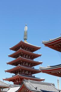 浅草寺と五重塔の写真素材 [FYI01426117]