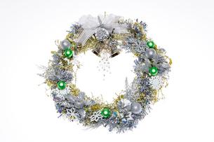 金と銀色のクリスマスリースの写真素材 [FYI01426255]