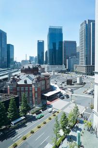 東京駅駅前丸の内ビル群の写真素材 [FYI01426324]