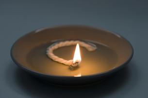 食用油の灯りの写真素材 [FYI01426426]