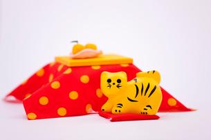 コタツと干支の虎の写真素材 [FYI01426718]