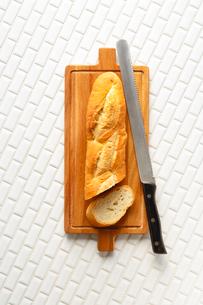 フランスパン バゲットの写真素材 [FYI01426997]