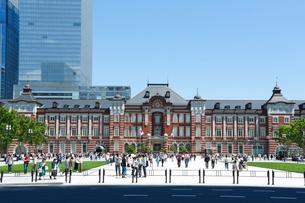 東京駅駅前広場の写真素材 [FYI01427097]