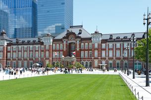 東京駅駅前広場の写真素材 [FYI01427255]