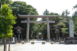 鹿島神宮・大鳥居の写真素材 [FYI01427303]