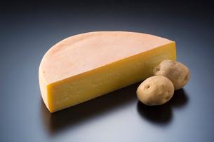 ラクレットチーズの写真素材 [FYI01427337]