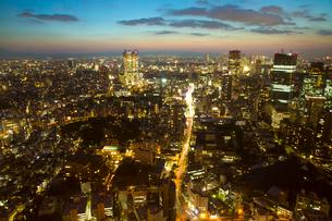 都心の夕景(東京タワーより西を見る)の写真素材 [FYI01427361]