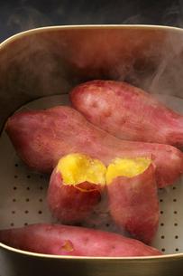 サツマイモ・蒸かし芋の写真素材 [FYI01427378]